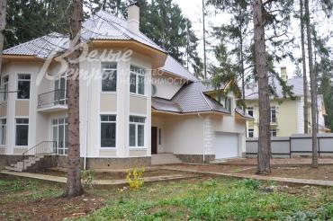 Кирпичный дом на лесном участке в поселке Уварово